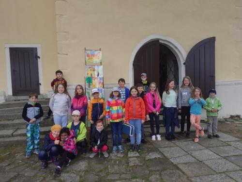 školní družina před kostelem