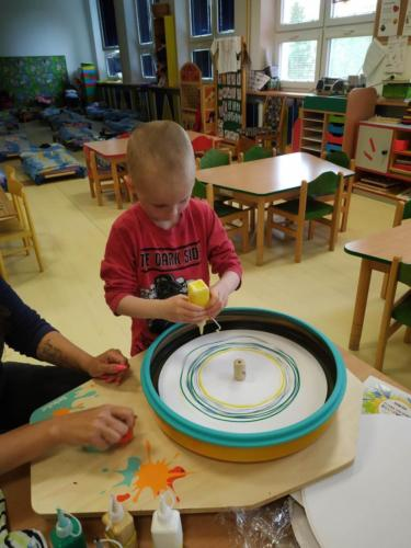 4. Několik barviček v kruhu